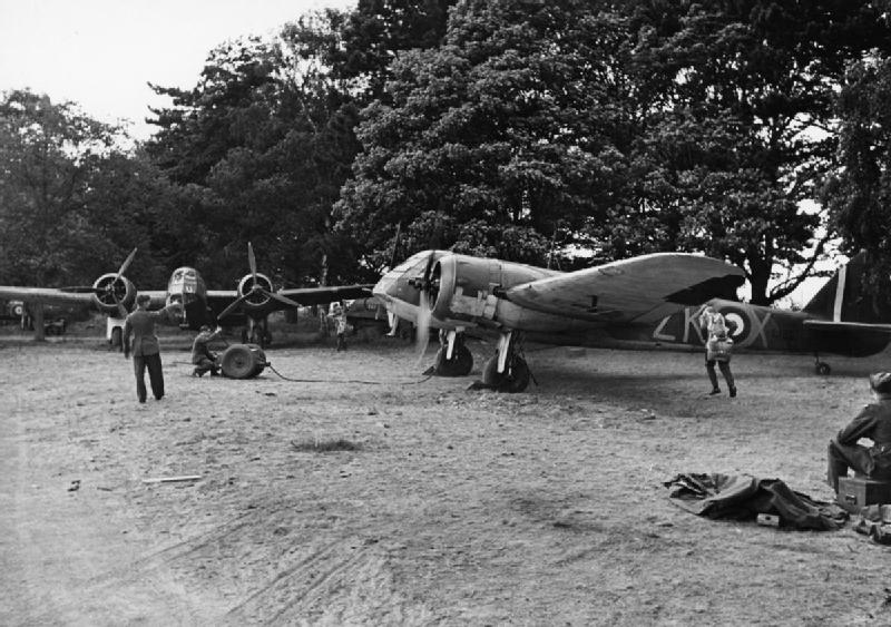 Blenheim Mk IF of No. 25 Squadron taxying at Martlesham Heath, watched by air- and ground crews, 25 July 1940. radar.jpg